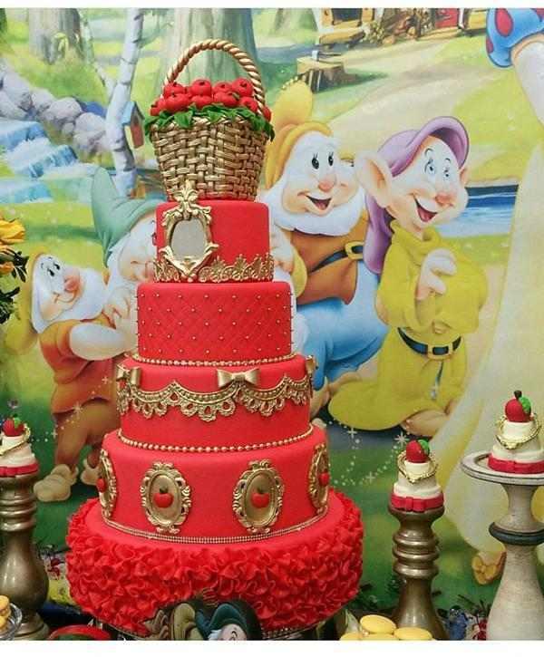 bolo vermelho fake
