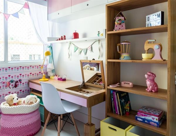 quarto decorado com brinquedos