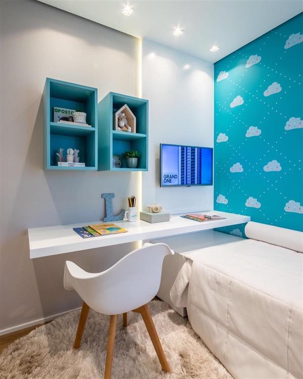 quarto infantil com papel de parede azul