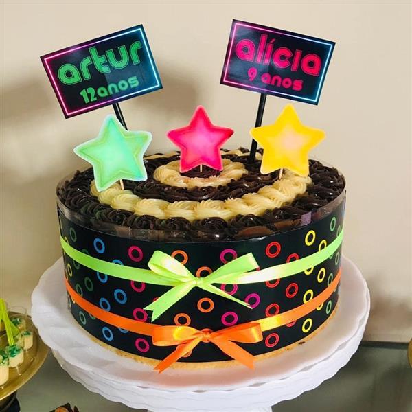 bolo festa neon com topper de papel