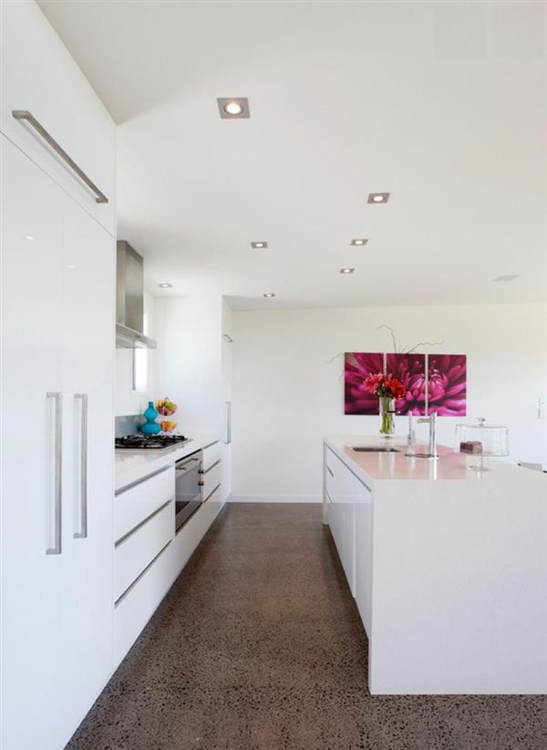 cozinha com piso marrom