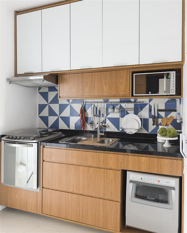 cozinha compacta madeira e branco