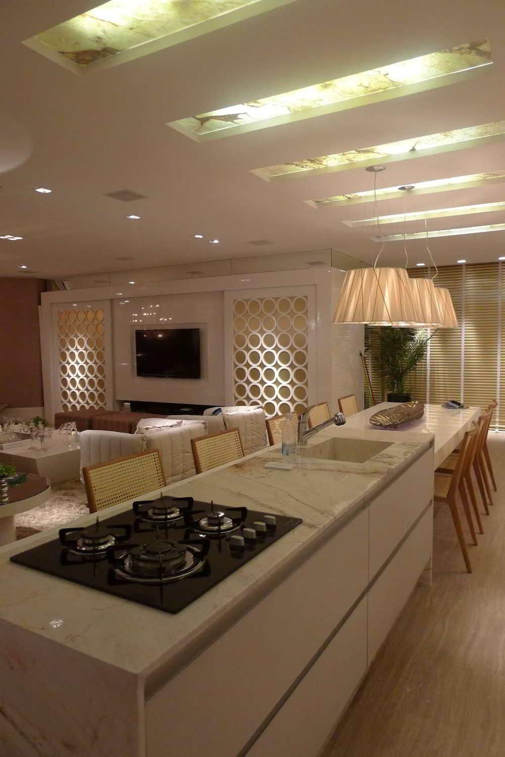 cozinha com ilha integrada a sala