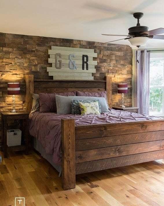 quarto com parede de madeira