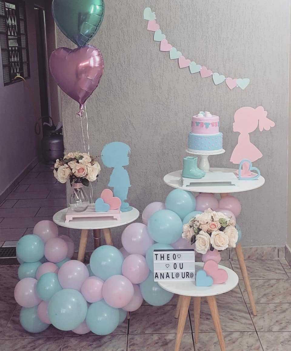 decoração com arco de balões desconstruído