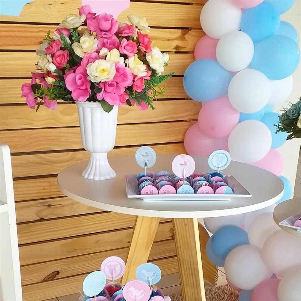 decoração com arranjo de flores naturais