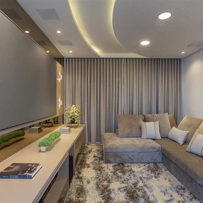 sala de cinema em casas simples