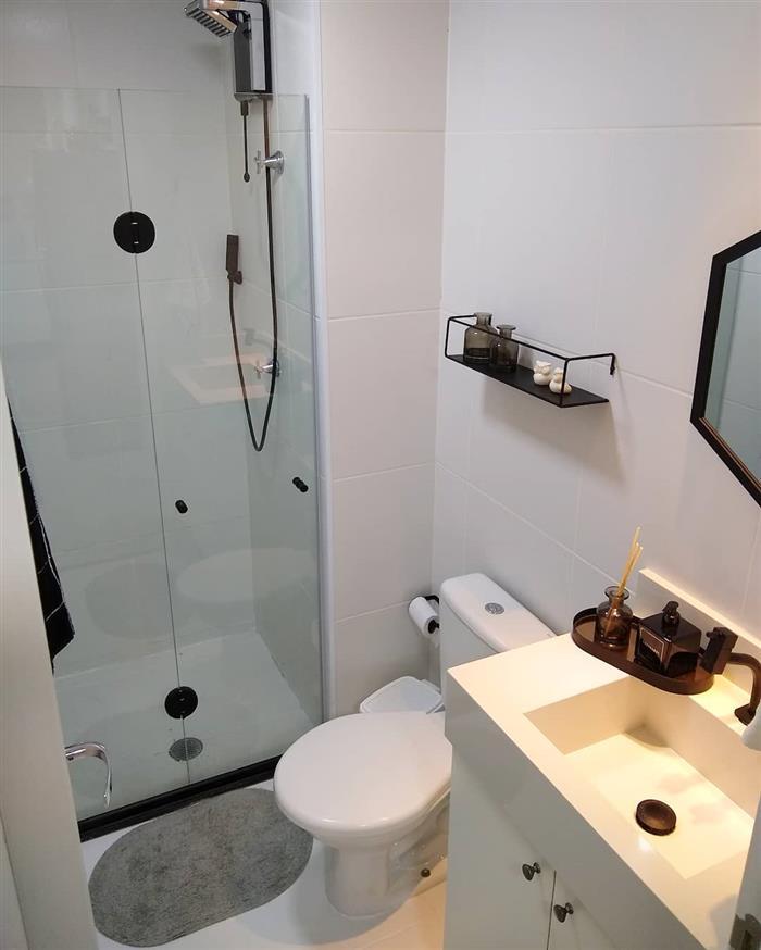 banheiro com box de vidro
