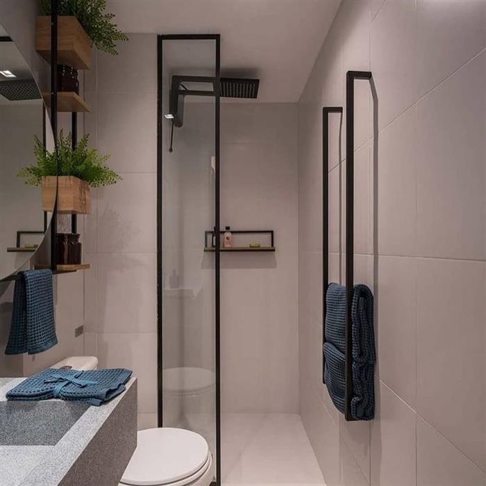 banheiro com grades pretas