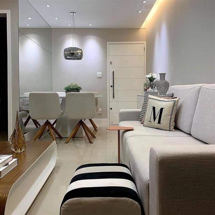 sala com dois ambientes de sofá