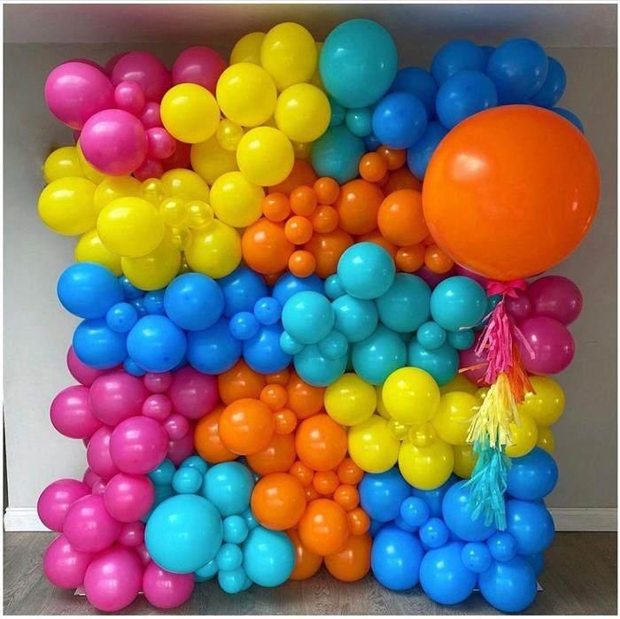 decoracao com baloes de varios tamanhos