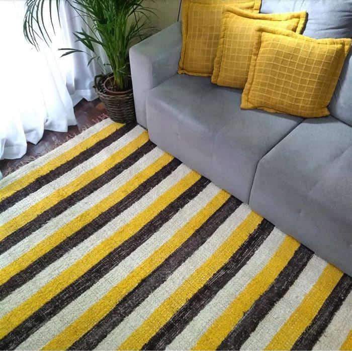 decoração de sala com sofa cinza